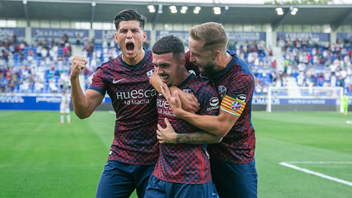 Huesca-takes-the-battle-of-the-former-Primeras