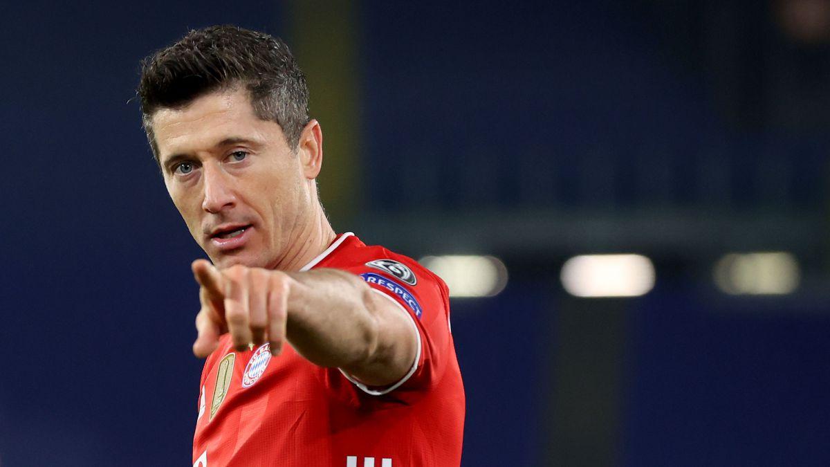 Three-destinations-for-Lewandowski:-a-club-goes-down