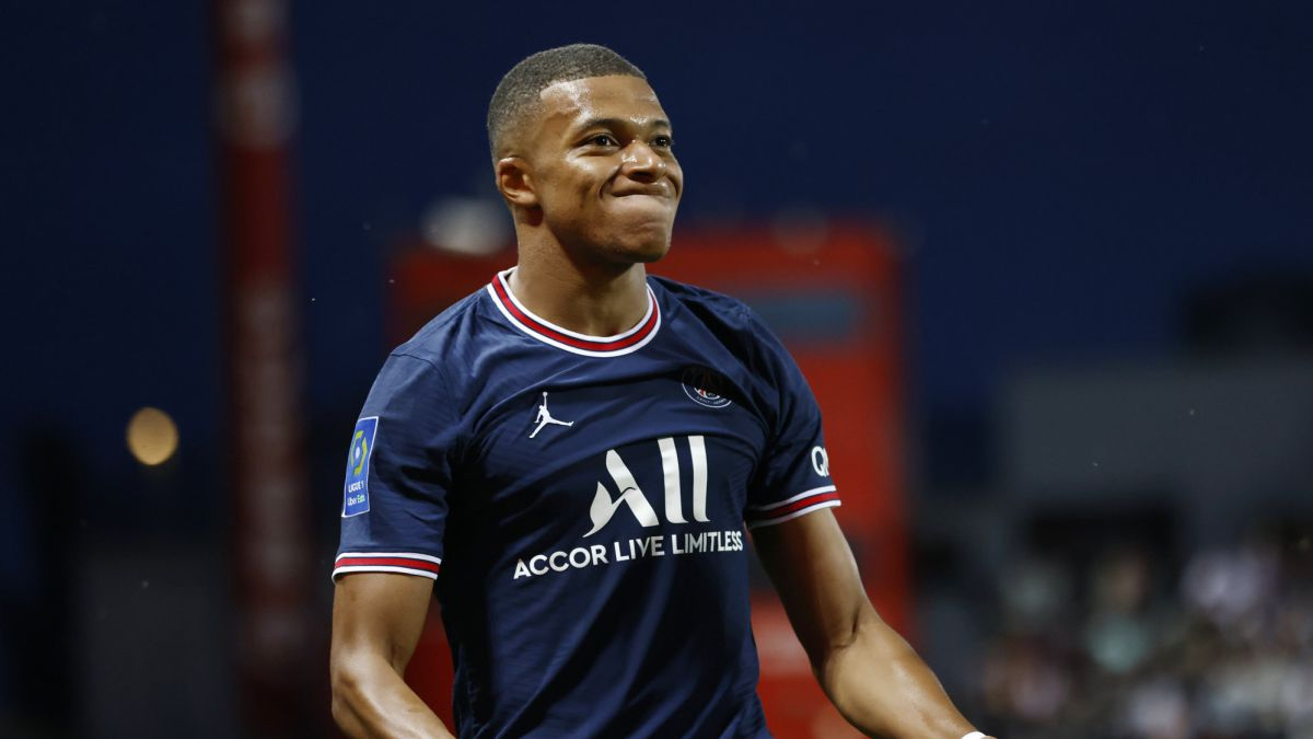 Mbappé-roars-in-the-storm