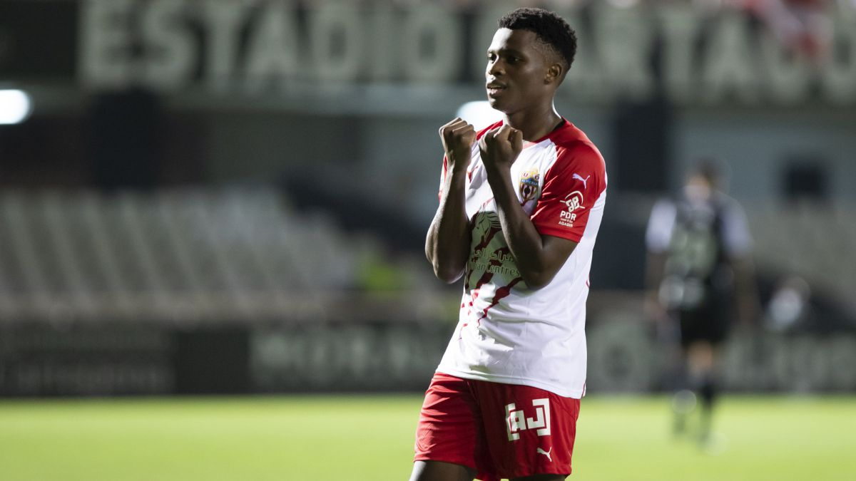 Oviedo-measures-the-strength-of-the-leader