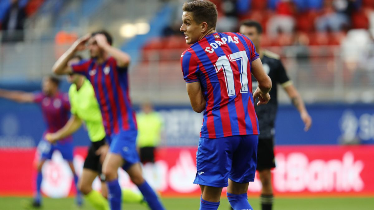 The-Ponferradina-takes-off-and-lands-an-Eibar-without-success