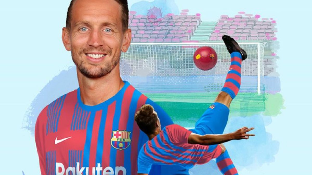 Luuk-de-Jong-signs-for-Barça-with-suspense-and-nocturnality