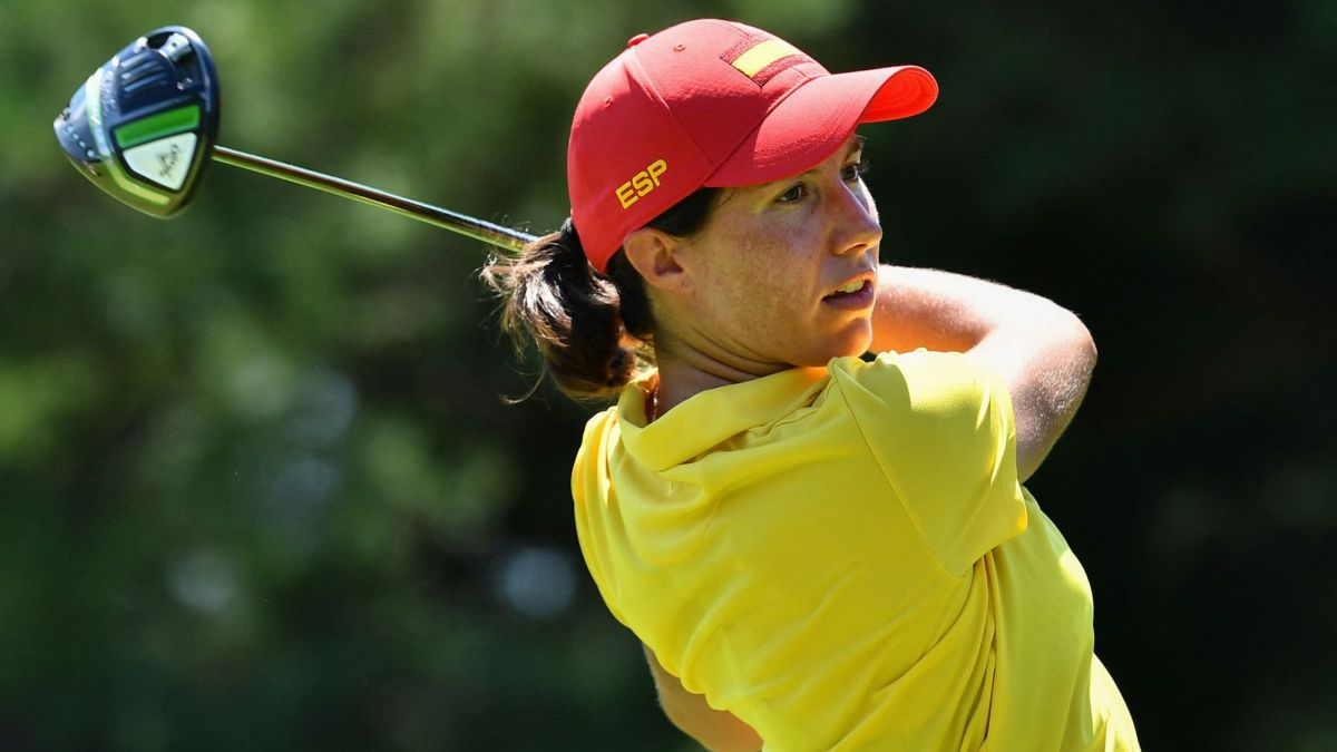 Ciganda-and-Muñoz-hit-the-ball-at-golf-in-Tokyo