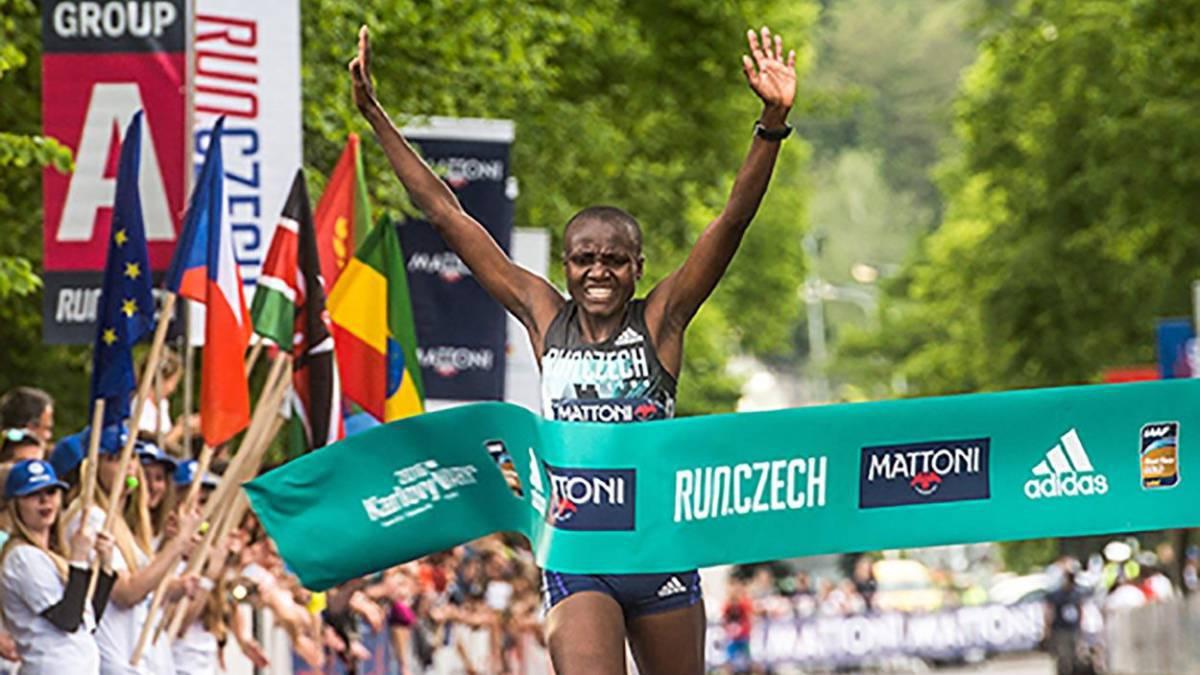 Atletismo joyciline jepkosgei plusmarca mundial de 10 km - Black friday tenerife 2017 ...