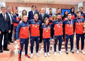 Lete recibe a la selección de karate tras su éxito europeo
