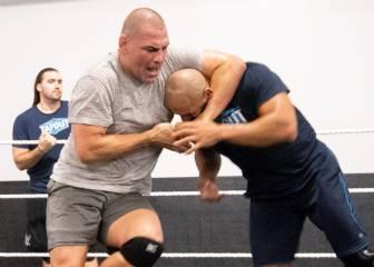 Caín Velásquez, tras Rousey: comienza a entrenar en WWE