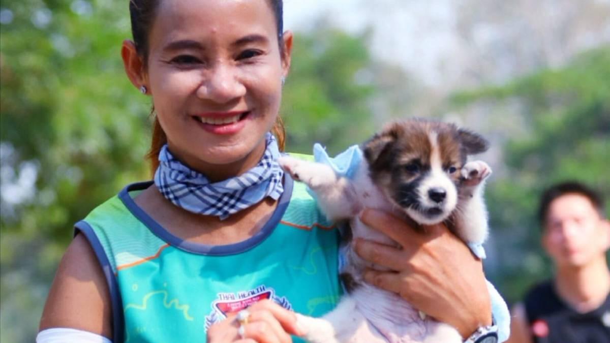 Image result for maratón  perro abandonado y lo cargó hasta el final