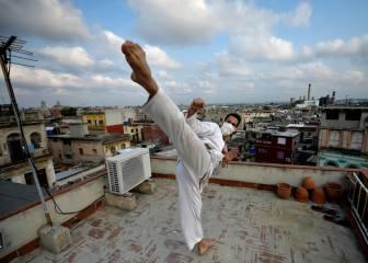 Artes marciales en una terraza de La Habana