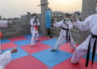Un tatami en la azotea para entrenar kárate