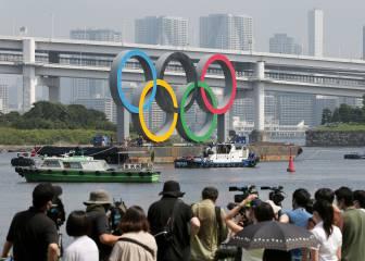 Los aros olímpicos abandonan la bahía de Tokio