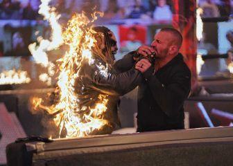 Randy Orton prende fuego y acaba con The Fiend en TLC 1