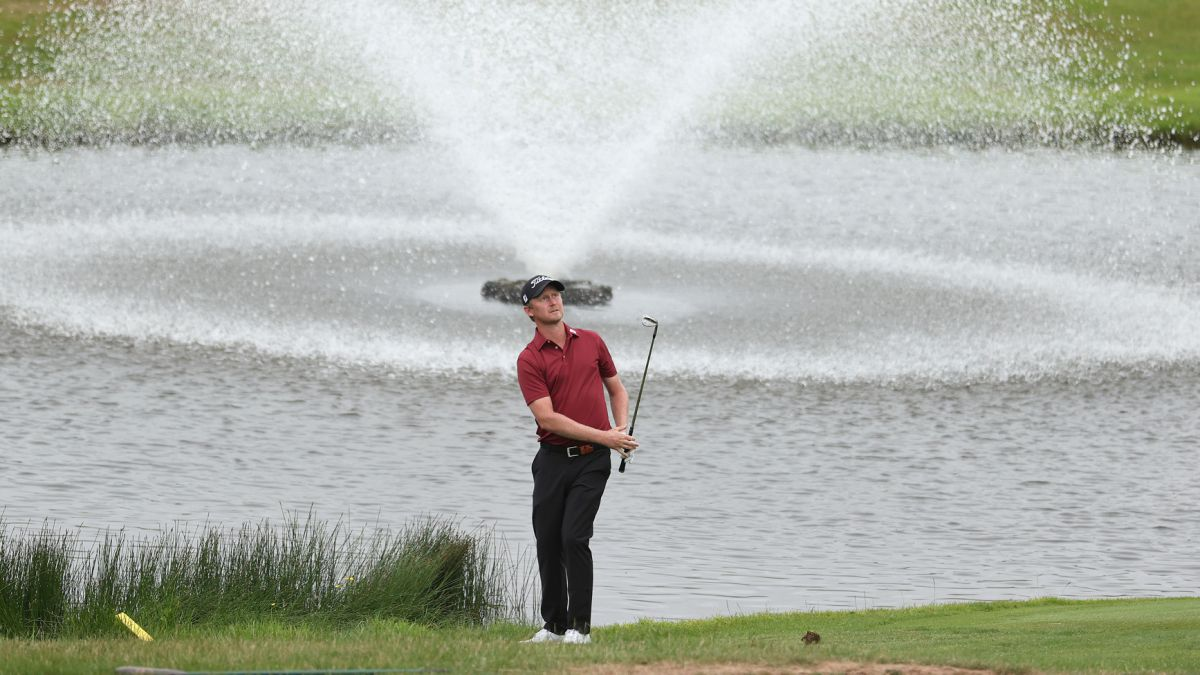 Justin-Harding-exhibits-at-the-Cazoo-Open-golf