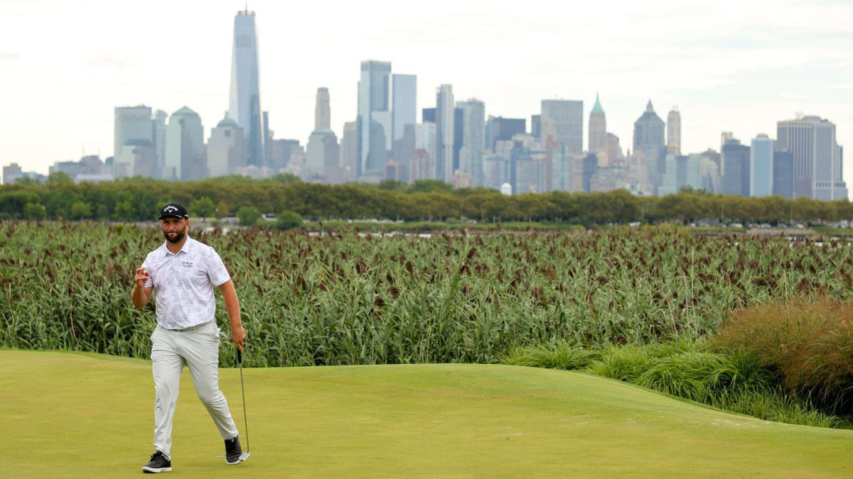Jon-Rahm-puts-the-direct-and-borders-on-perfection-in-New-Jersey