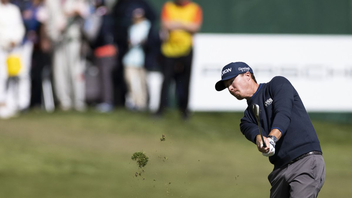 Crocker-and-Paratore-leaders-by-a-blow-with-a-match-to-go