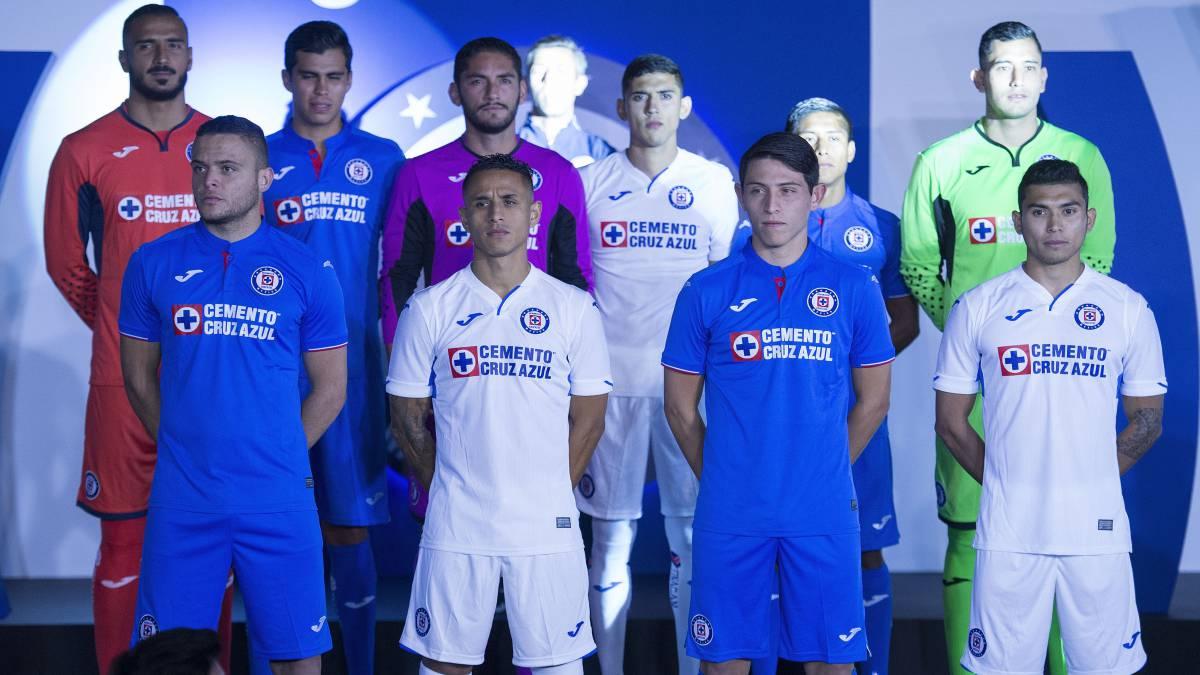 7ac3add3c2e87 Cruz Azul presenta uniformes con su nuevo patrocinador de ropa - AS ...