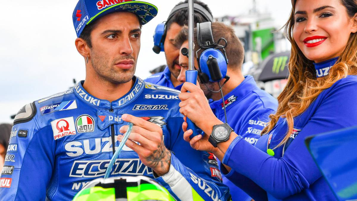 Iannone His Plane Lands Emergency His Girlfriend Was Smoking