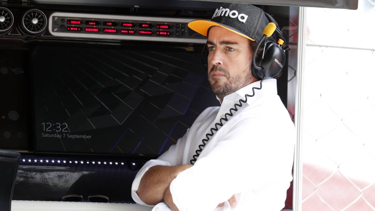 Alonso-goes-through-F1