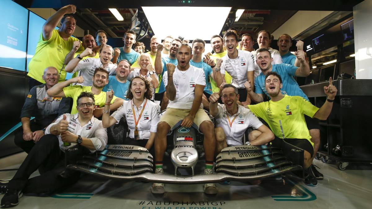 Mercedes-closes-Hamilton's-door-at-75%