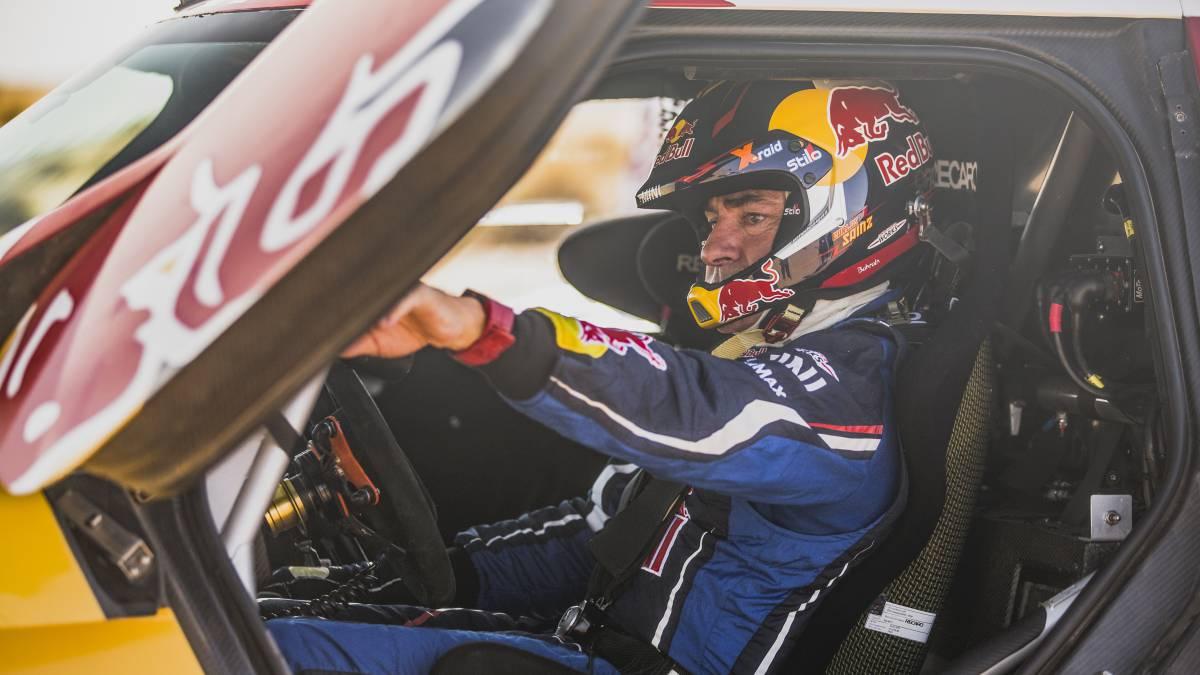 Sainz-is-ahead-of-the-Dakar