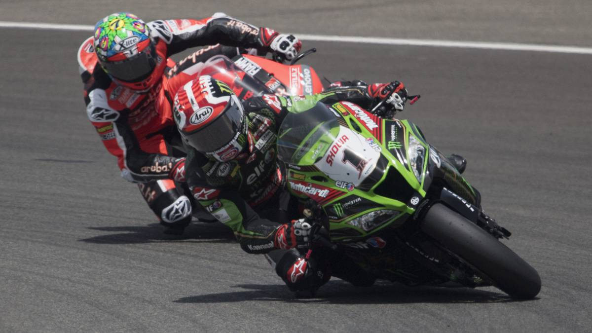 Rea-also-wins-the-second-race-and-is-placed-leader