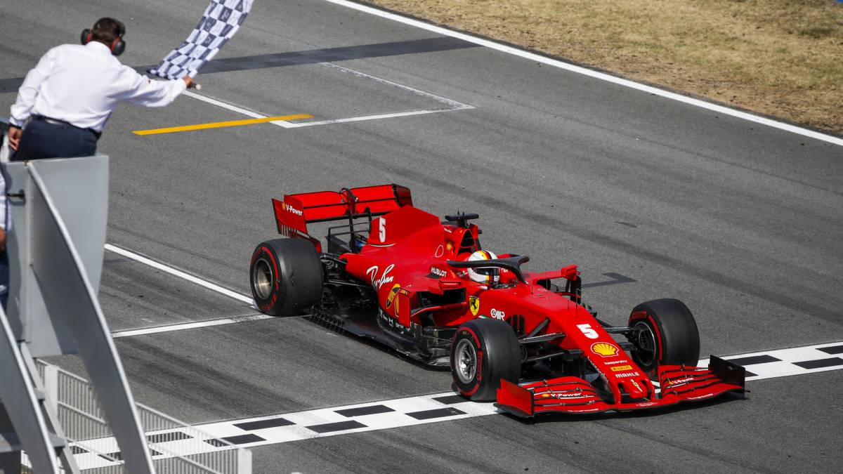 Vettel-saves-the-furniture-of-a-Ferrari-that-ended-up-bent