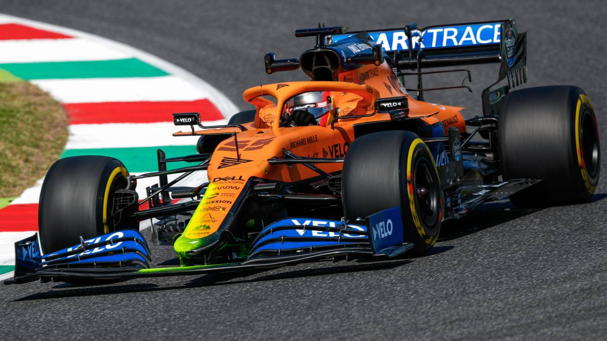 Sainz-debuts-Mercedes-style-nose-for-MCL35