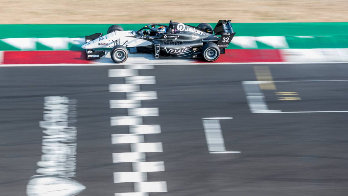 Vidales-follows-his-thing:-second-and-third-in-Magny-Cours