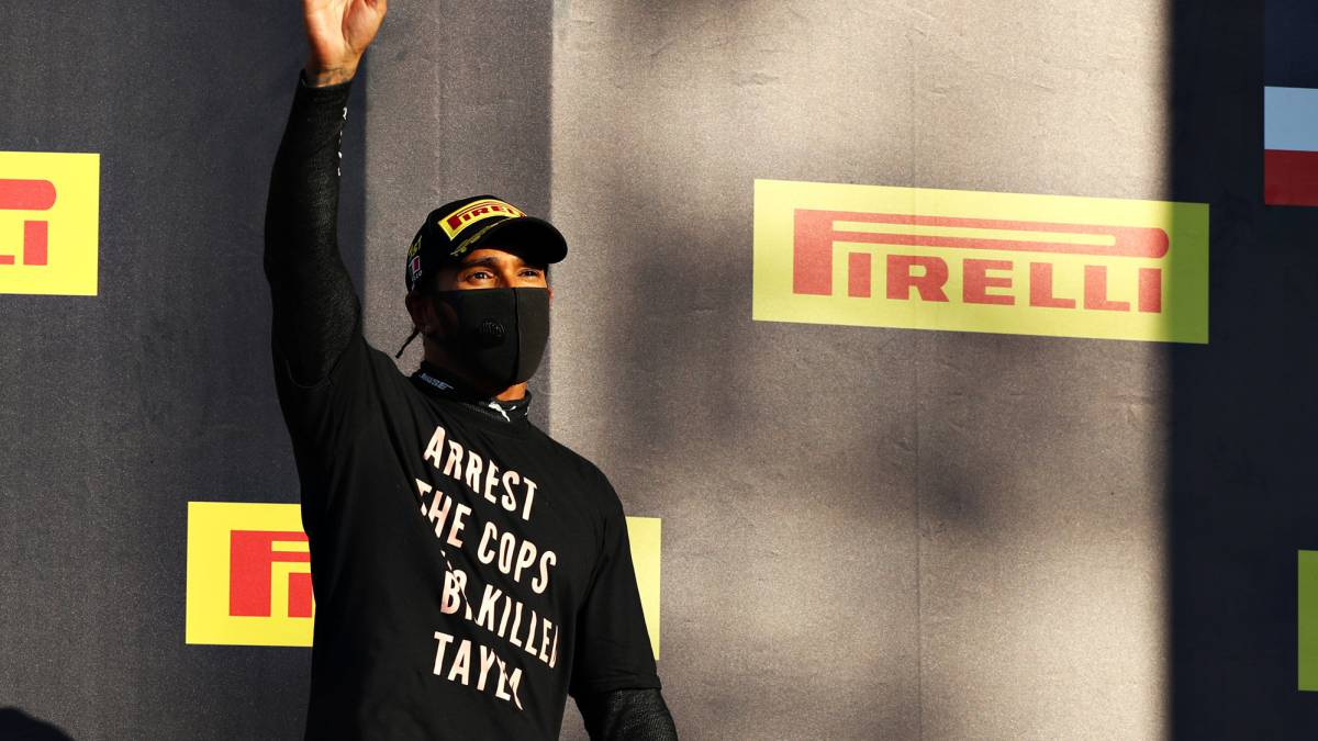 The-FIA-investigates-Hamilton-for-a-protest-shirt