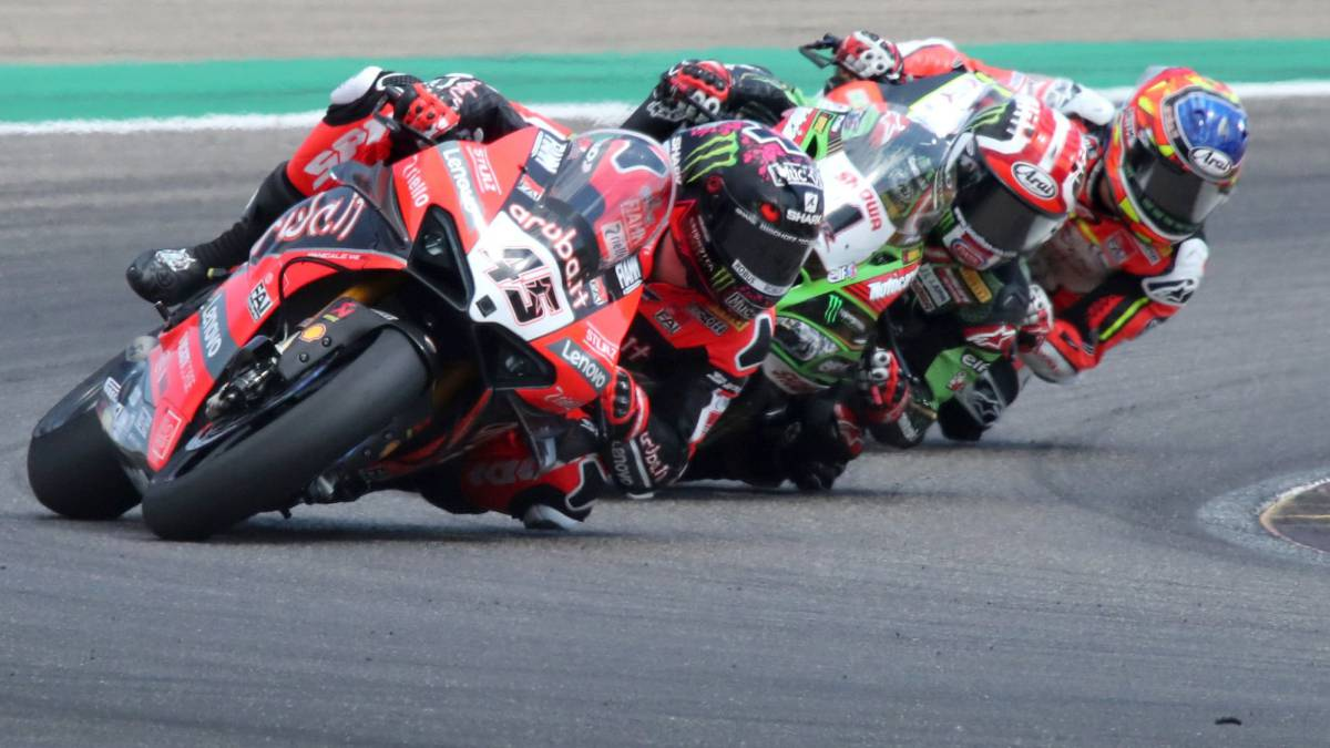 Montmeló-opens-with-an-unstoppable-Rea-and-without-Carrasco
