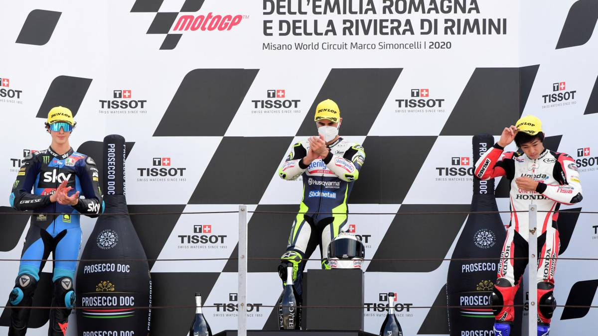 Fenati-takes-the-thorn-out-of-his-madness-with-Manzi-in-Misano