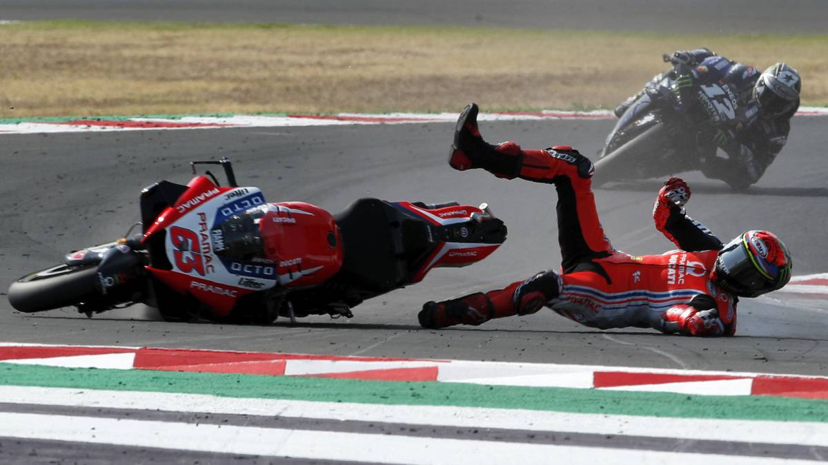 Bagnaia-suspects-he-fell-after-stepping-on-a-visor-protector