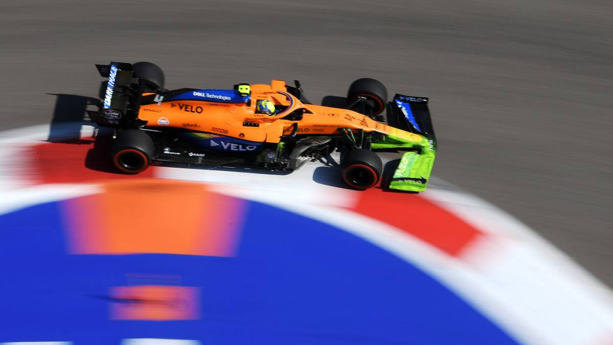 McLaren-gets-nose-operated-on-bumpy-start-for-Sainz