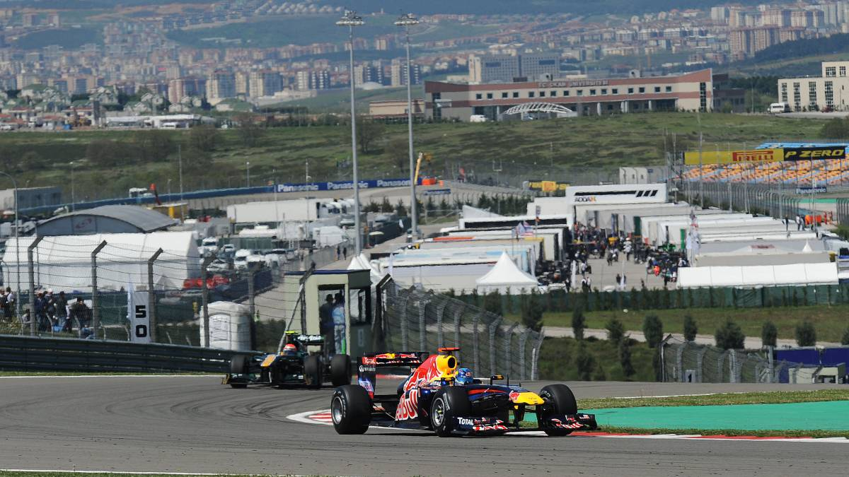 Turkish-GP-renounces-fans-on-the-circuit