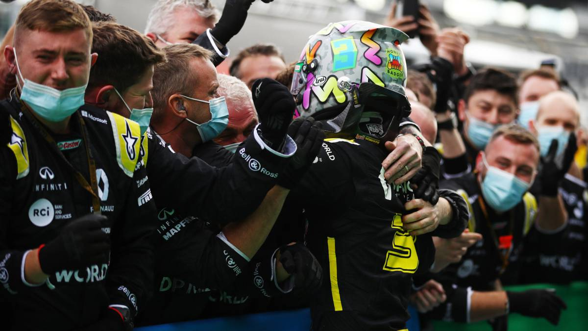 Ricciardo-and-Alonso-celebrate-Renault's-return-to-the-podium