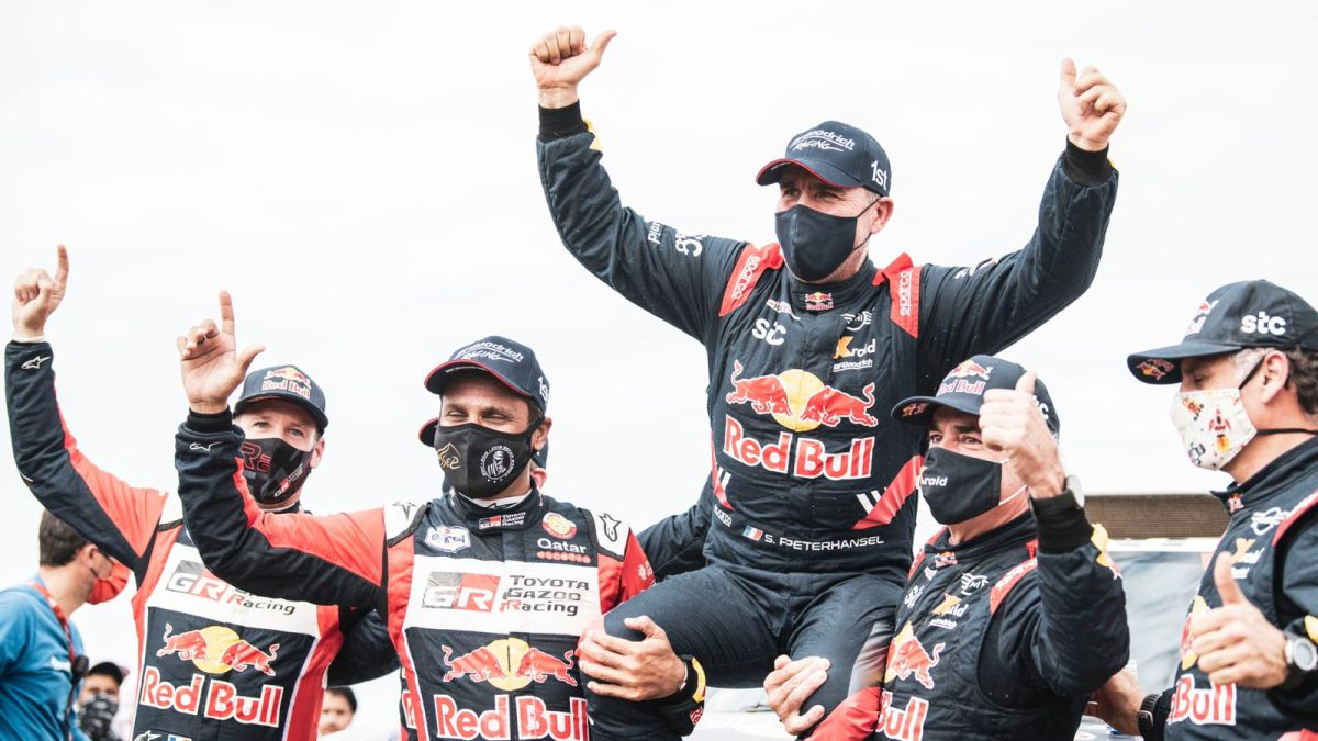 Al-Attiyah-and-Sainz-excite-the-Dakar-with-their-gesture-to-Peterhansel