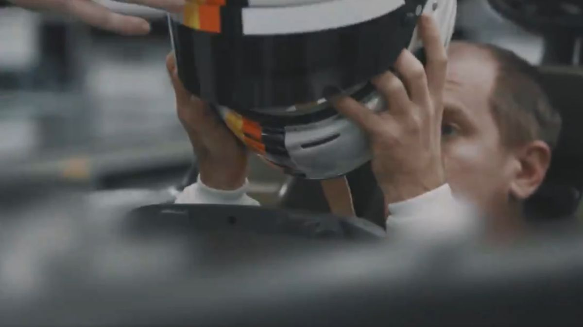 Vettel-gets-on-the-Aston-Martin-...-and-surprises-with-his-new-look