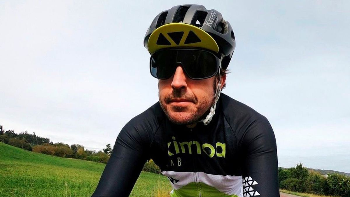 Alonso-suffers-an-accident-while-training-on-a-bicycle