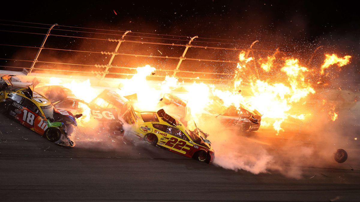 Nascar-starts-in-flames-at-Daytona-500