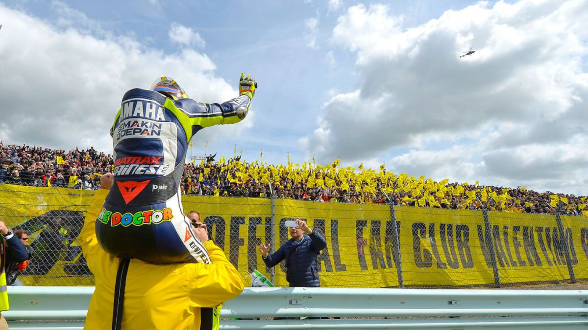 Rossi-turns-42-today-and-Fonsi-does-not-see-him-retiring-without-an-audience