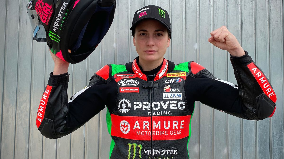 Ana-Carrasco-ready-for-the-motorcycle