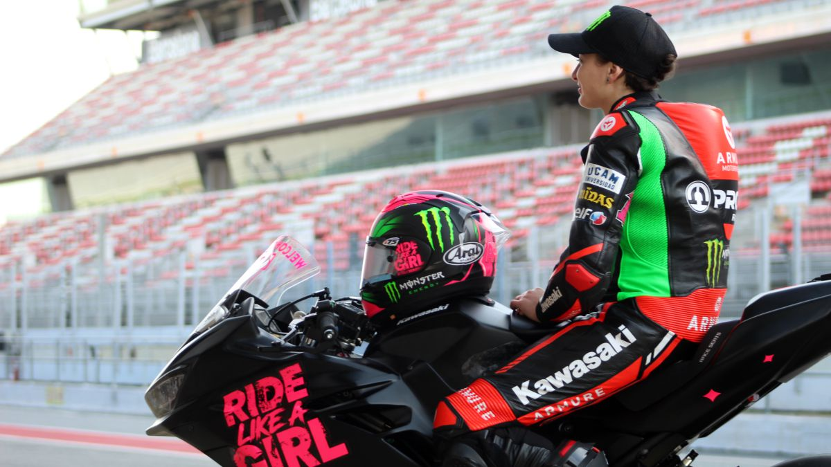 Ana-Carrasco-happy-on-her-return-to-the-motorcycle-five-months-later