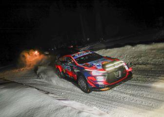 Tanak acaricia el triunfo en Finlandia y Ogier tropieza
