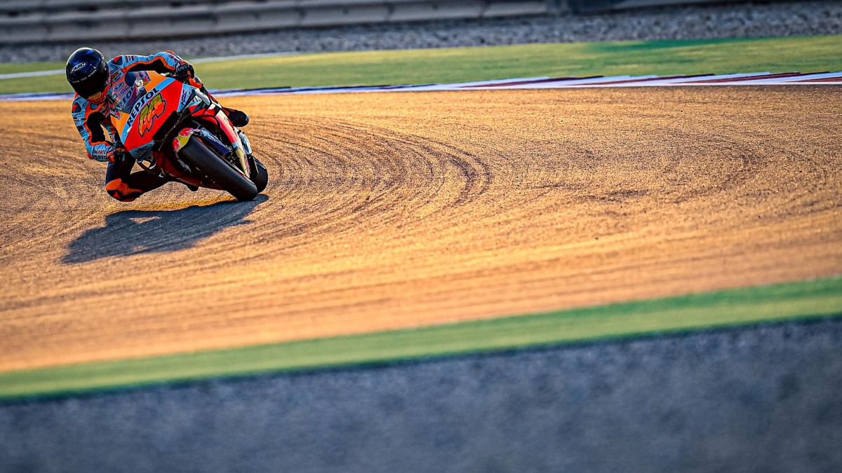 Pol-starts-the-Honda-a-second-from-his-brother-Aleix