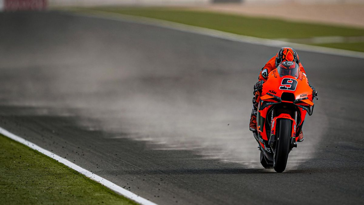 No-action-on-the-track-in-the-sand-but-with-MotoGP-already-vaccinated