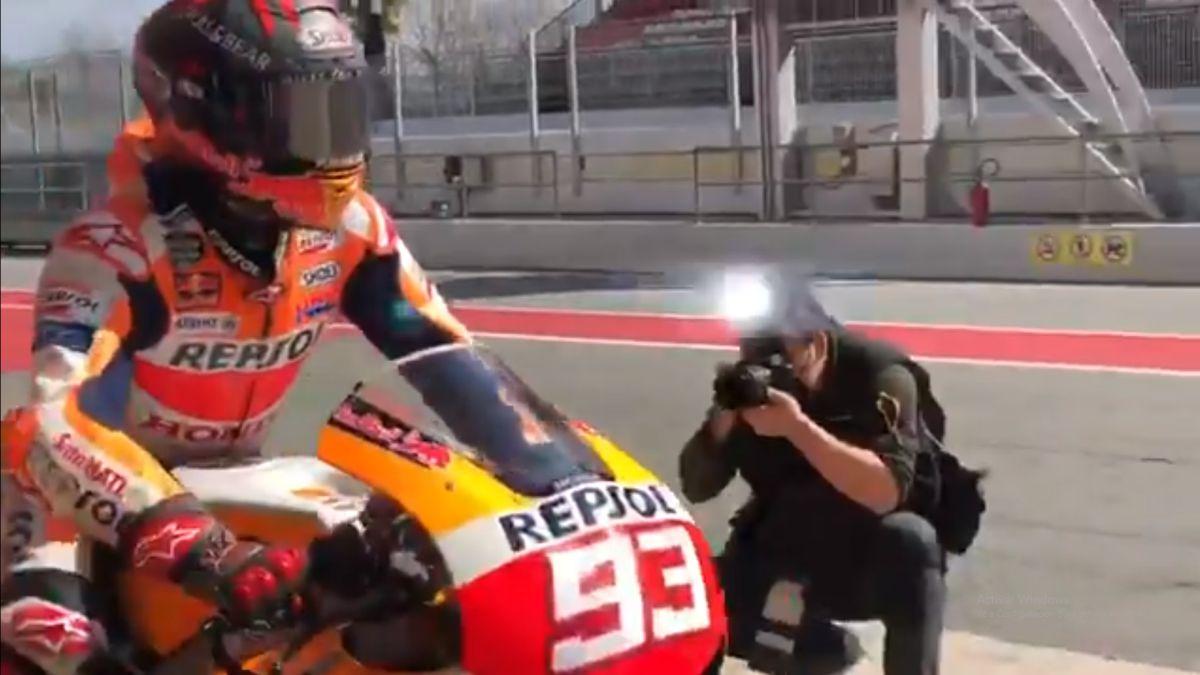 Marc-Márquez-gets-back-on-the-back-of-a-Honda