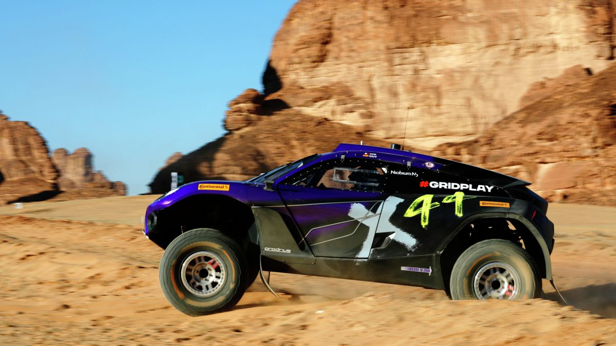Cristina-and-Loeb-lead-the-first-day-ahead-of-Laia-and-Sainz