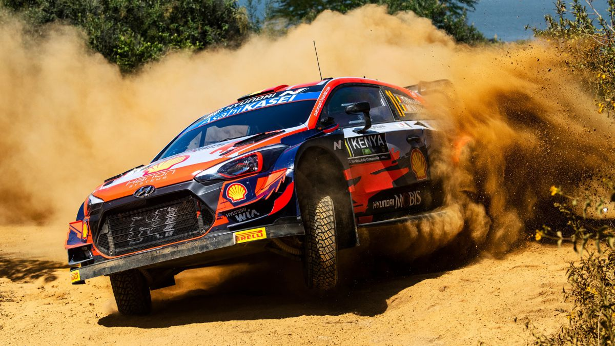 Thierry-Neuville-survives-the-chaos-of-the-Safari