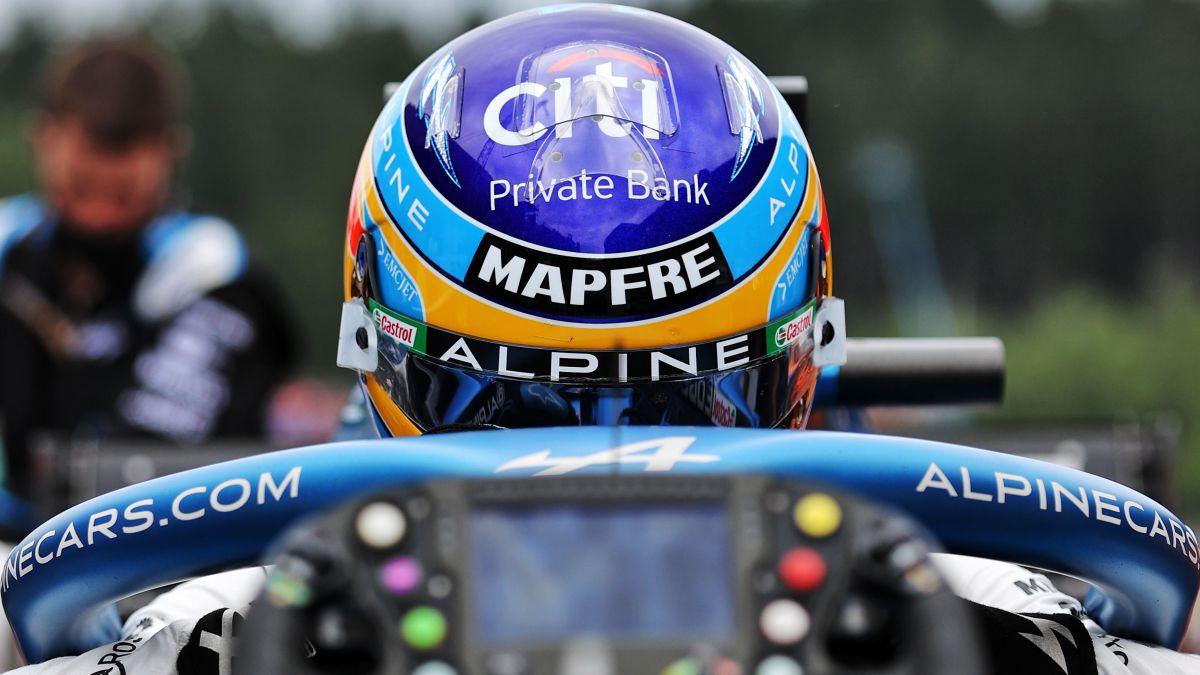 Alpine-listens-to-Alonso