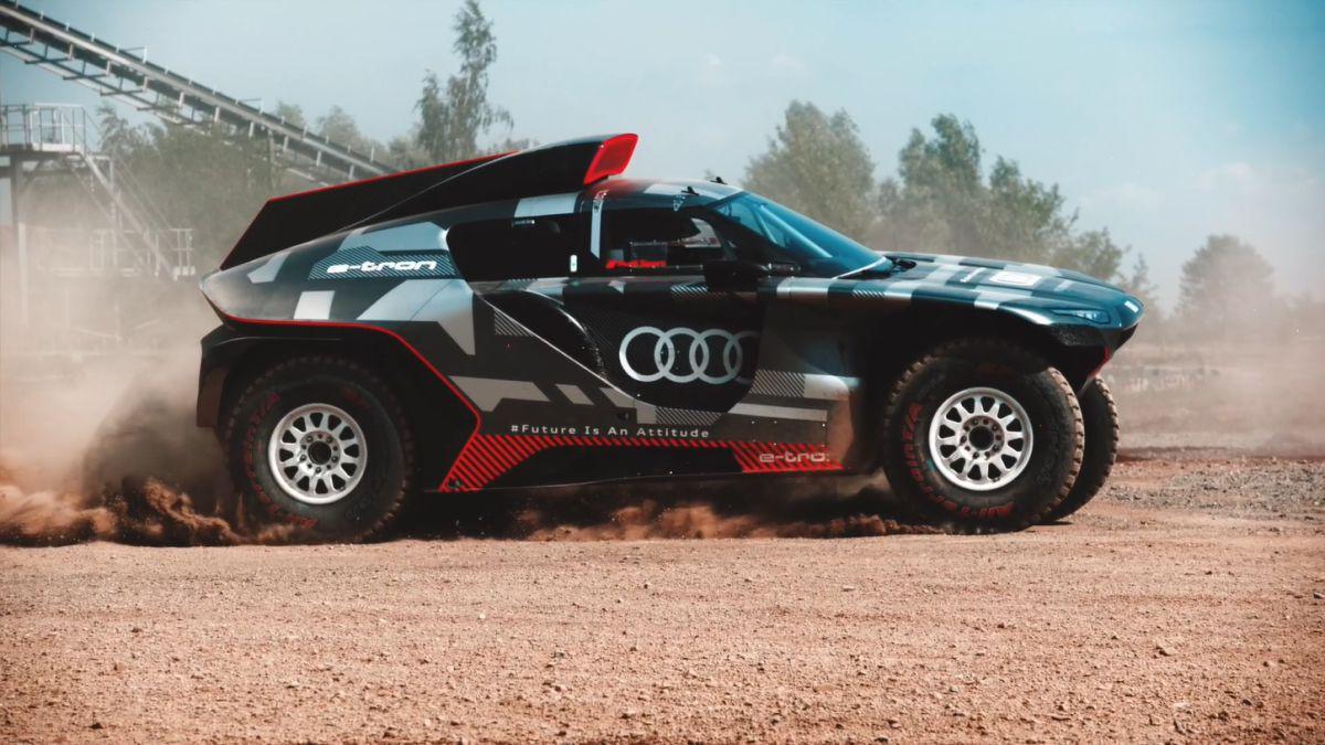 Audi-teaches-Sainz-hybrid