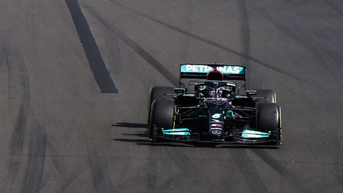 Mercedes-admits-her-mistake-of-leaving-Hamilton-alone
